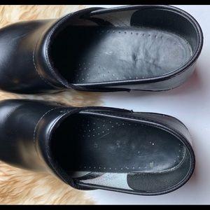 Shoes - Dansko clogs